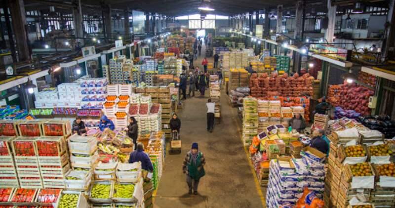 Los precios mayoristas de las seis principales frutas que se comercializan en el MCBA registraron durante diciembre alzas interanuales de entre 16% y 115%