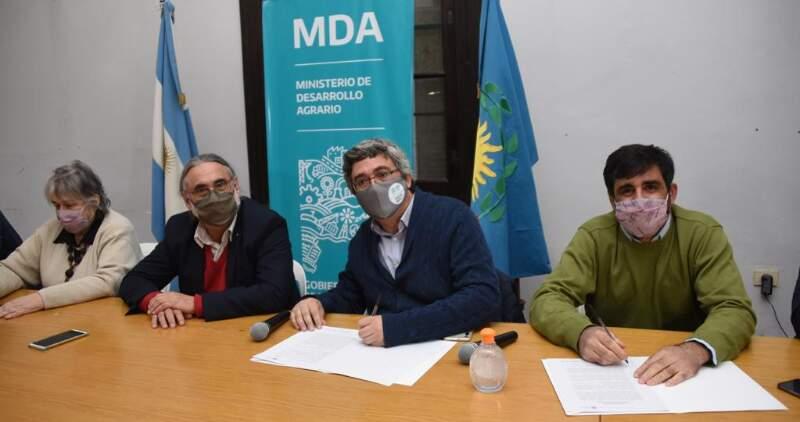 Ambos ministros encabezaron la inauguración de una oficina del INASE en el Parque Pereyra Iraola.