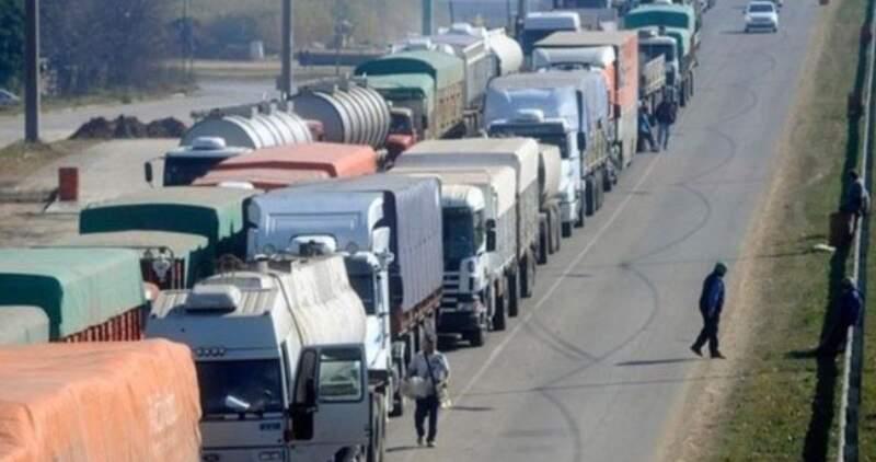 Hay 11.000 los camiones que no ingresaron a puerto y 40 buques esperando para cargar, se abre instancia de diálogo